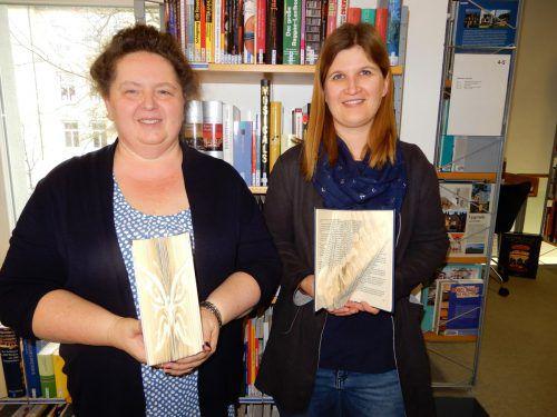 Gabriele Fink und Veronika Köb zauberten mit ihren Workshop-Teilnehmern wieder Tolles aus alten Buchstaben. cth