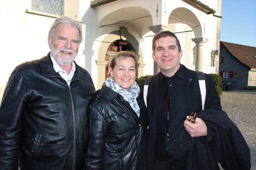 Gerhard und Birgit Giselbrecht mit Uwe Grabher.