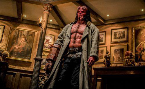 Hellboy ist ein muskelbepackter Raufbold aus der Hölle und dem Alkohol nicht abgeneigt. Ascot Elite