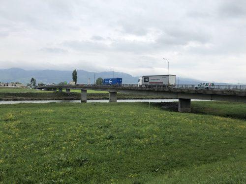 Im Sommer wird die Rheinbrücke bei Mäder für Sanierung gesperrt. VN/Schweigkofler