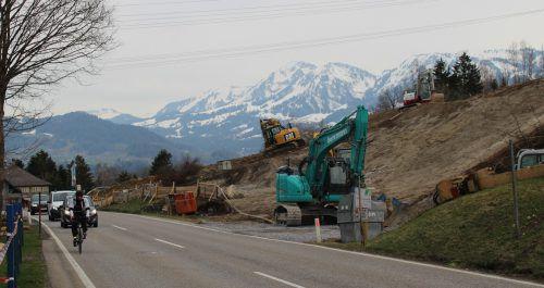 In Alberschwende-Müselbach wird für eine künftige Gewerbehalle ausgebaggert.