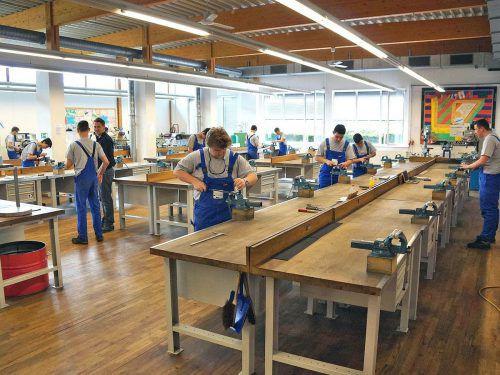 In den Ausbildungszentren Hohenems und Rankweil gehört das Praktikum bei Firmen zum Programm für die Lehrlinge.WKV