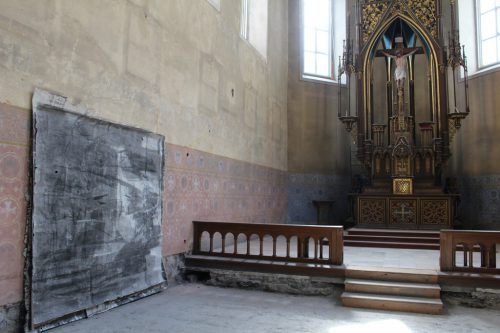 In der Johanniterkirche stellt Künstler Christoph Luger noch bis zum 25. Mai drei großformatige Kohlebilder aus.HEnning Heilmann
