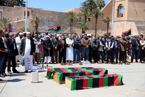 In Libyens Hauptstadt Tripolis müssen täglich Kriegsopfer beerdigt werden. reuters