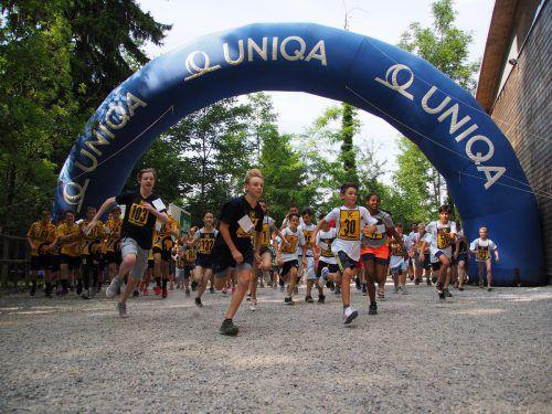 Jeder Läufer hat einen Sponor – ob eine Firma oder ein Familienmitglied – der für jede Runde einen Geldbetrag spendet.