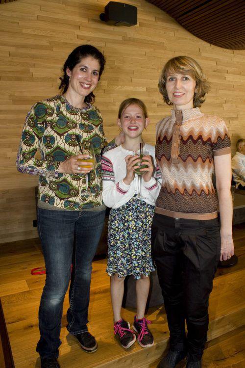 Julia mit Lina Elsäßer (l.) und Christina Walker.
