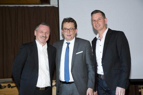 Klaus Nenning (51) wurde von seinen Branchenkollegen einstimmig zum neuen Innungsmeister der Vorarlberger Tischler gewählt. Der langjährige Innungsmeister Karl Baliko übergab ihm seine Funktion, die er acht Jahre ausübte.