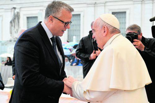 """Klubchef Frühstück holte sich Kraft bei """"innigem Händedruck"""" mit Papst Franziskus. Servizio Fotografico"""