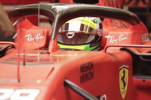Konzentriert vor der Formel-1-Premiere. Mick Schumacher durfte erstmals in einem Ferrari-Boliden Platz nehmen.ap