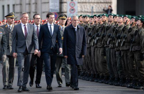 Kunasek, Kurz und Van derBellen: Identitäre dürfen nicht ins Heer.APA