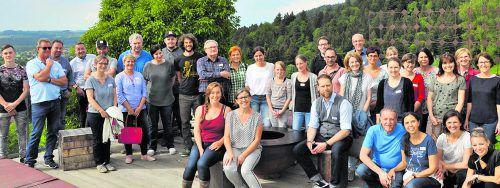 """Landwirtschaft, die das Tierwohl ins Zentrum stellt, mit Küchen zu vernetzen ist das Ziel des Projekts """"Mehrwert für alle"""". Im Bild: ein Treffen auf dem Yak Halden Hof Lochau."""
