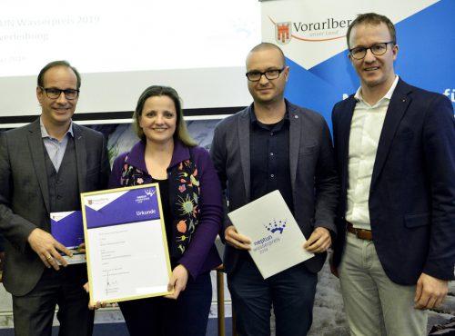 LR Christian Gantner, Markus Jungmayr (Wasserplan Fischer & Herda), Rosemarie Niederkofler (Abt. Tiefbau) und Bürgermeister Dieter Egger (v.l.).the
