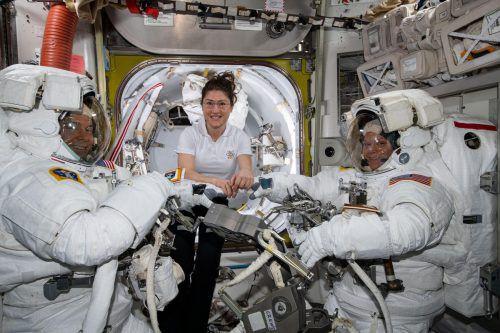 Manche Bakterien auf der ISS weisen Resistenzen gegen Antibiotika auf. afp