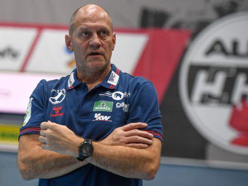 Markus Burger muss sich am Mittwoch einer Hüftoperation unterziehen und will spätens beim Cup-Final-4-Turnier zu Ostern auf die Trainerbank zurückkehren. GEPA