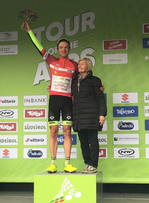Maximilian Kuen im Roten Trikot des Spitzenreiters in der Sprintwertung bei der Tour of the Alps. Eisenbauer