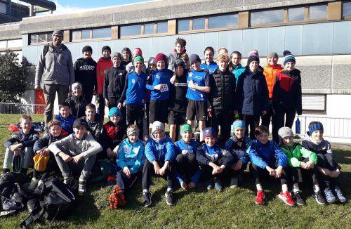 """Mehr als 30 lauffreudige Kids der Mittelschule Au beteiligten sich im März am """"Cross-Country-Schulcup"""". siha"""