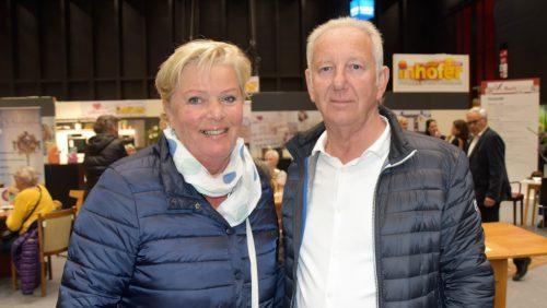 Messebesucher Irmgard Flatz undGünther Mathis.