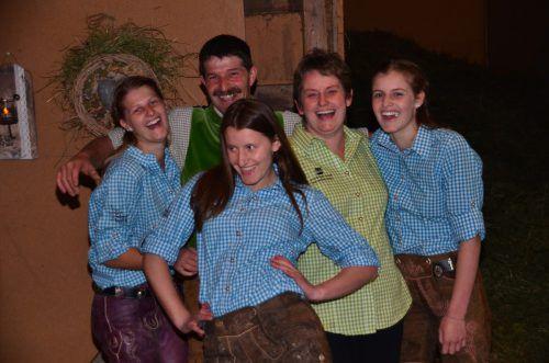 Mottnerhof, Klostertaler Bauerntafel und Landjugend Klostertal in einer Familie vereint – Maria, Jürgen, Christina, Saskia und Caroline Dünser. DOB