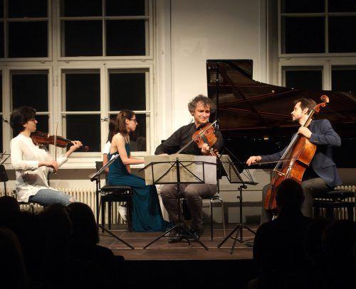 Musik in der Pforte mit Fabiola Tedesco, Violine, Anna Magdalena Kokits, Klavier, Klaus Christa, Bratsche, und Mathias Johansen, Violoncello. JU