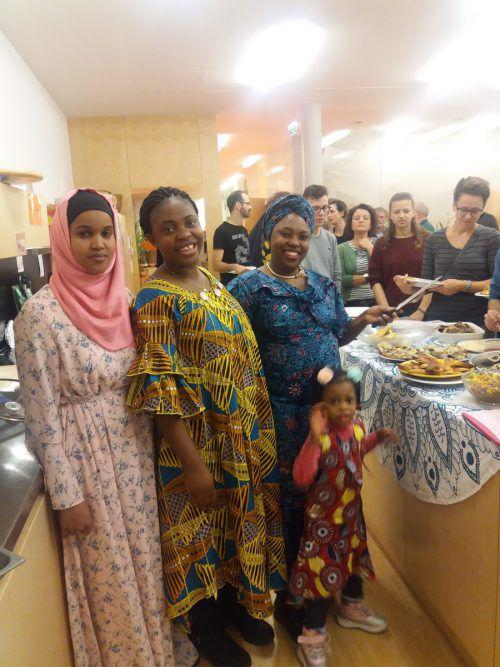 Nadja, Sarah und Asma nahmen die Besucher des kongolesischen Abends mit auf eine Reise nach Afrika. gemeinde
