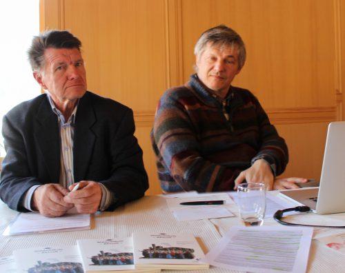 Obmann Oskar Müller (rechts, mit seinem Stellvertreter Jakob Bobleter) legte der Versammlung im Bezauer Gasthof Sonne einen erfreulichen Bericht vor. STRAUSS