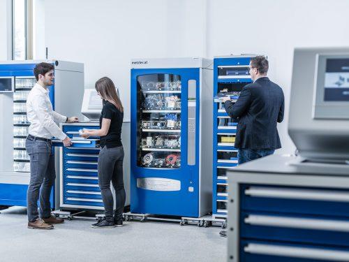 Positiv zum Umsatz von Metzler trugen die Werkzeug- und Materialausgabeautomaten bei. FA