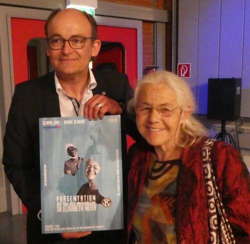 Russ-Preis-Trägerin Dr. Elisabeth Neier mit Kiwanisclub-Präsident Dietmar Martin.Kiwanisclub