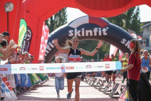 """Sandra Urach beim Zieleinlauf in Bregenz. Die Andelsbucherin gewann 2018 beim """"3-Länder-Marathon"""".VN/Steurer"""