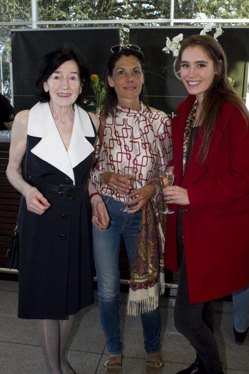Seniorchefin Ulrike Janschek (l.) mit Pilar und Ana Thurnher.