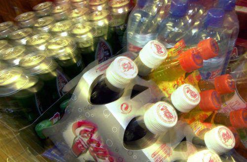 Sogenannte Softdrinks sind Zuckerbomben, doch Besserung ist in Sicht.dpa