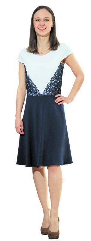 Spitzenmäßig durch den                             Frühling             Alexandra trägt ein Kleid mit Spitzenapplikationen von Esprit in Schwarzach (99,99 €).               VN/Steurer