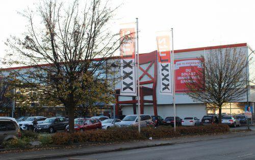 Straßenumbau im Zuge der Neugestaltung des XXXLutz in Lauterach.