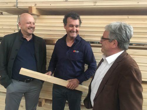 Strategien für die Zukunft entwickeln (v. l.) Fachgruppen-GF Alfred Hehle, Innungsmeister Herbert Brunner und Holzbaukunst-GF Matthias Ammann. VN/sca