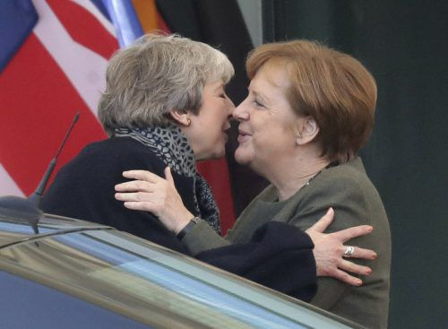 Theresa May bat auch Kanzlerin Angela Merkel um erneuten Brexit-Aufschub. ap