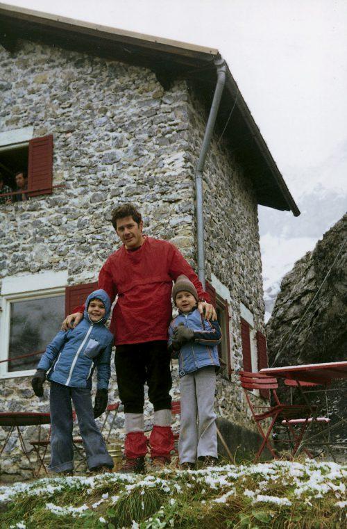 Thomas (links) ging als Kind mit seinem Vater Karl und seinem Bruder Jürgen oft in die Berge wandern.Archiv