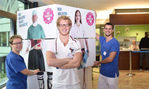 Turnusarzt Tobias Grabher (m.) freut sich auf eine neue Herausforderung als Lehrpraktikant.khbg