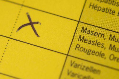 Um Masernkleinepidemien zu verhindern, müssten über 95 Prozent aller Menschen gegen Masern geimpft sein. apa