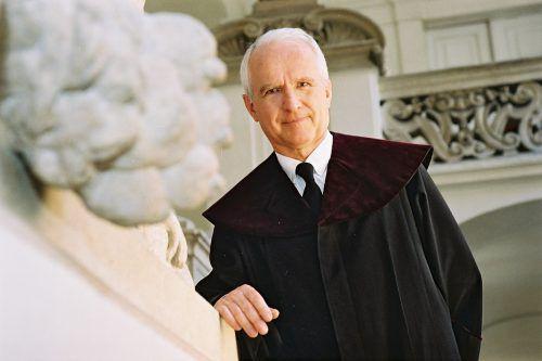 Univ.-Prof. Dr. Siegbert Morscher 2003 als Verfassungsrichter. VfGH/Achim Bieniek