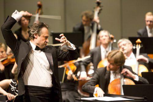 Unter Dirigent Sascha Goetzel bot das Symphonieorchester ein Klangerlebnis der besonderen Art.  Mathis/Veranstalter