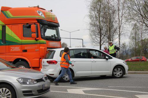 Verkehrsunfälle wie hier beim Kreisverkehr Dornbirn-Nord hielten am Montag die Einsatzkräfte in Atem. vol.at/Meyer