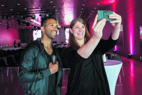 VN-Leserin Anna Geisel (30) knipste beim Meet & Greet fleißig Selfies mit dem Song-Contest-Star.
