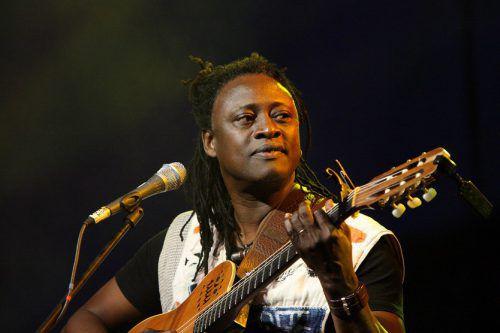 Vor allem wegen seiner mitreißenden Live-Auftritte wurde Habib Koité zu einem der großen Stars der Weltmusik.Habib Koité
