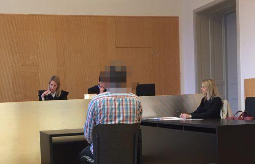 Vor der Urteilsverkündung brach der Angeklagte in Tränen aus. Die Strafe selbst erscheint ihm zu hoch.VN/Gs
