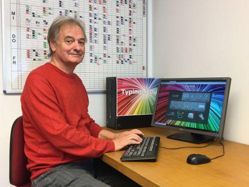 Werner Baldauf hat mit seinem Sohn zwei Tastaturschreibprogramme entwickelt. VN