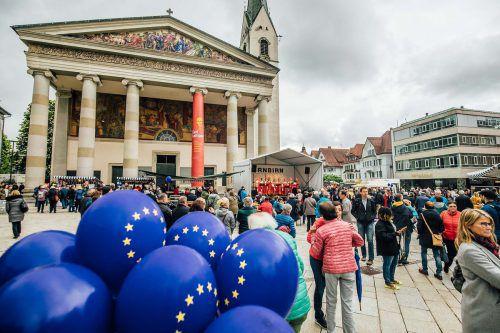 Am Marktplatz wurde trotz trübem Wetter ein europäisches Fest mit Musik, Spielen und gutem Essen gefeiert. Stadt