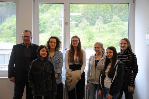 Architekt Igor Mätzler mit Schülern des Wahlpflichtfachs Kulturvermittlung.GYS