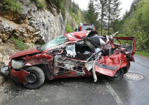 Bei dem Unglück kam die Lenkerin ums Leben, ihre Beifahrerin blieb unverletzt. APA
