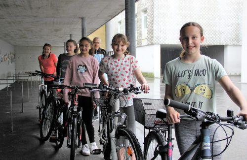 Bei der TS Wolfurt kommen viele der Turnerinnen samt Trainer selbstverständlich mit dem Fahrrad zum Training. VN/Maier-Ortner