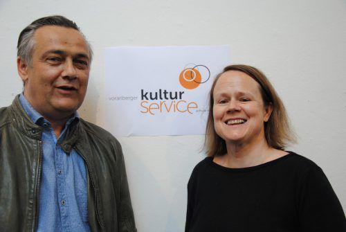 Bei Volksschuldirektor Herbert Zottele und Sabine Benzer (Geschäftsführerin des Theaters am Saumarkt) laufen die Kulturservice-Fäden zusammen.tas