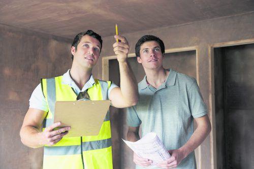 Beim Hausbau ist von Beginn an Fachwissen gefragt.foto: Shutterstock